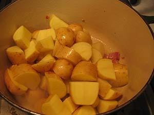 Spanish Potato Soup with Fried Almonds & Garlic « Je Mange la Ville