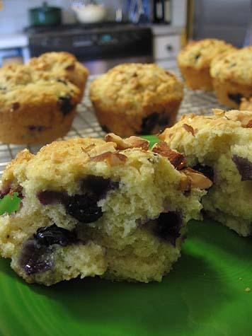 Lemon, Ricotta, Blueberry & Almond Muffins « Je Mange la Ville