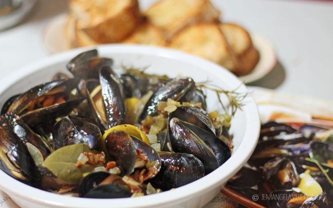 Moules Mariniere à la Pigalle (Mussels with White Wine, Bacon & Balsamic)